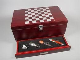 Box na 2 lahve vína šachy + šuplík
